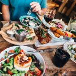 19 Ways Diabetics Can Eat Out, From Fast Food to Fine Dining | Cheapism.com