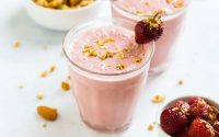 Strawberry Smoothie | Healthy Simple and Delicious!