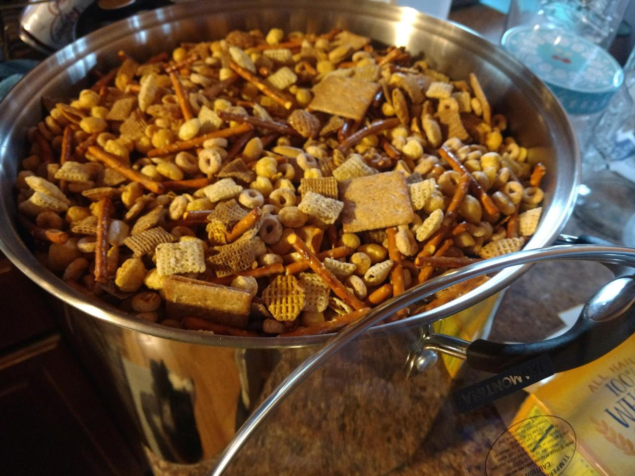 The 3 Sisters Blog: Sweet and Spicy Chex Mix | Spicy chex mix, Healthy chex  mix, Chex mix recipes