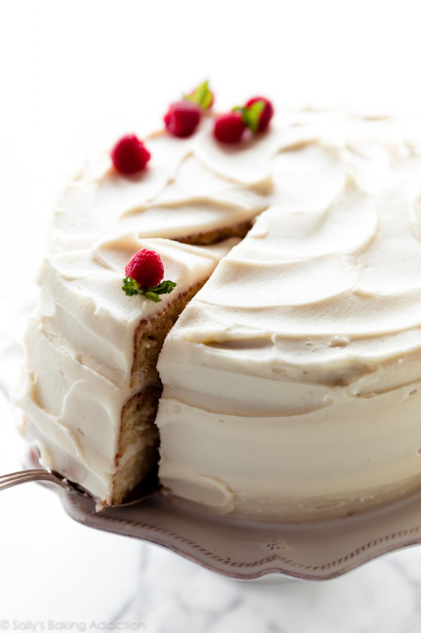 What Are the Different Types of Low Fat Cakes? (with pictures)
